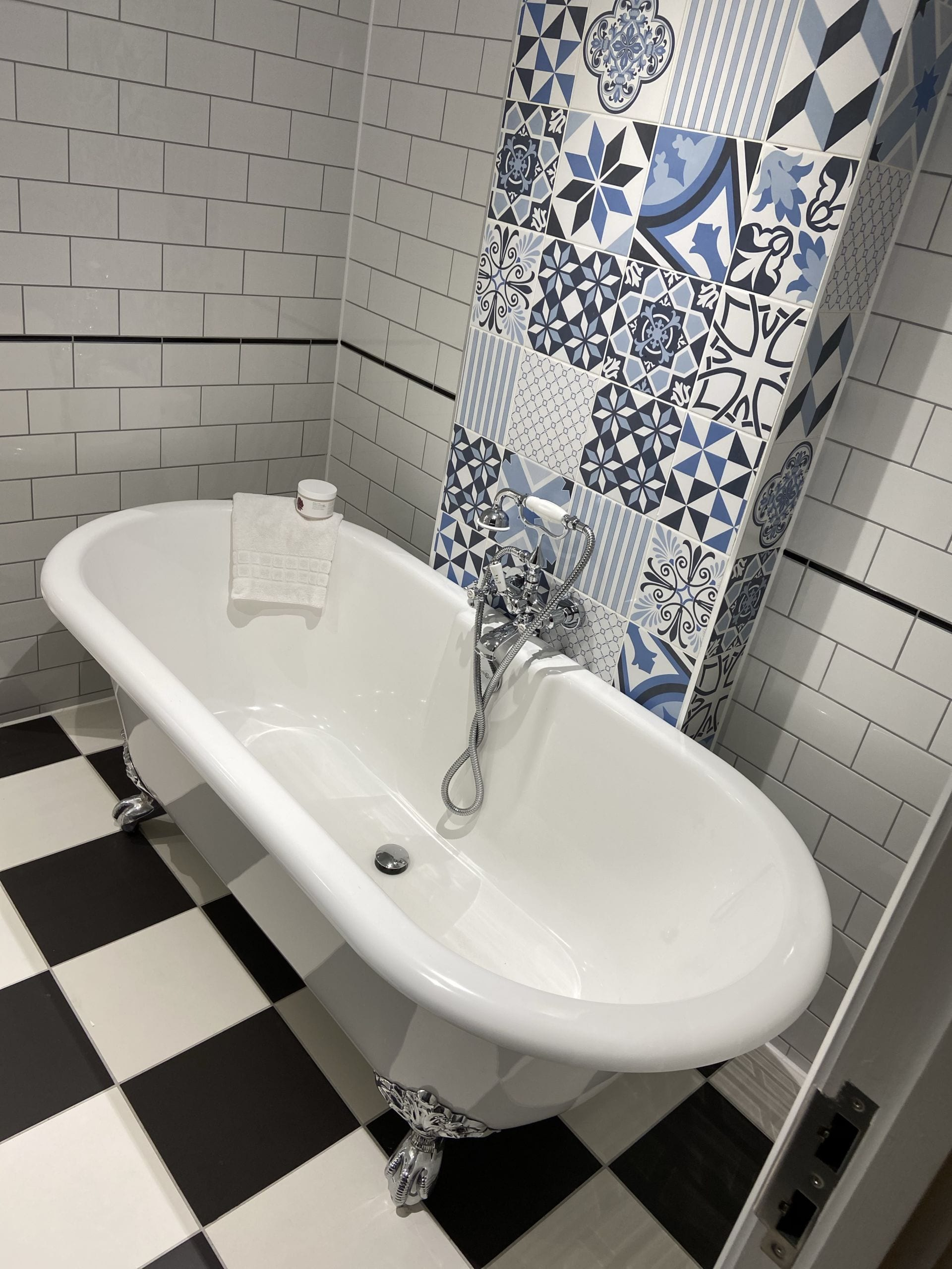 Bathroom with modern tiles