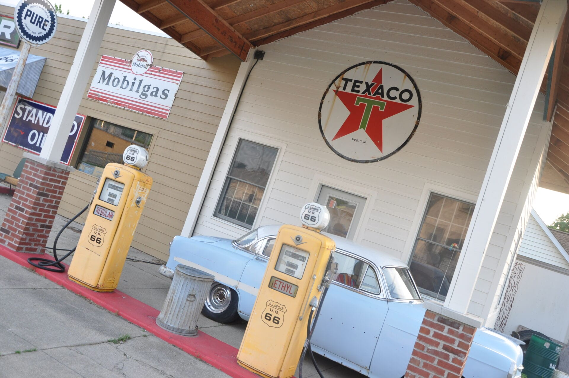 Old Garage Route 66 Illinois